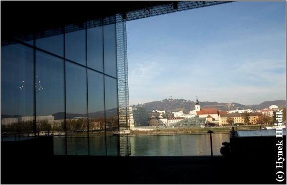 20111108_11.1_zrcadleni_v_lentos_kunstmuseum__3_ - klikni pro větší velikost